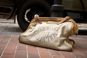 Vintage_mail_bag_at_the_Postal_Museum