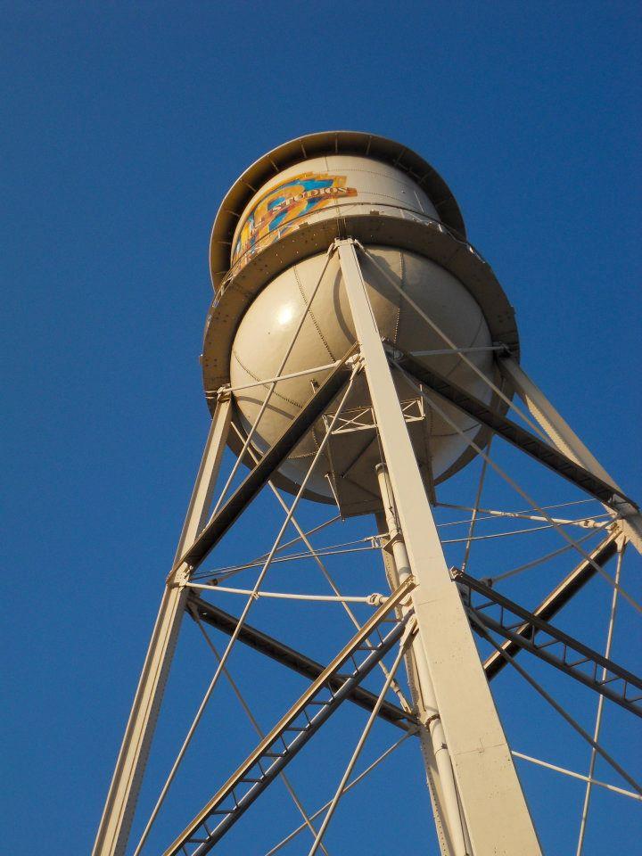 Warner_Bros_studios_Burbank_-water_tower