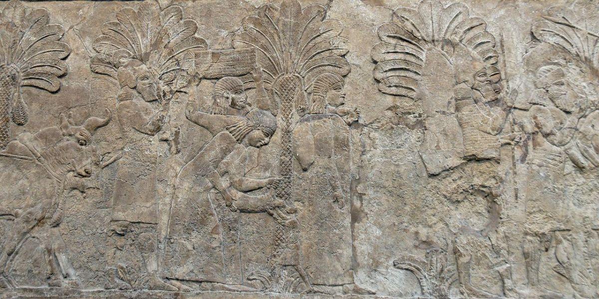 1280px-Prisoners_Nineveh_BM_WA124953-5